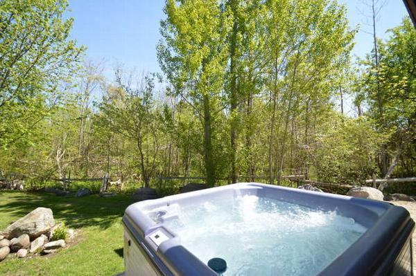 4 Bed Blue Mountain Cottage With Hot Tub #61 - Image 1 - Blue Mountains - rentals