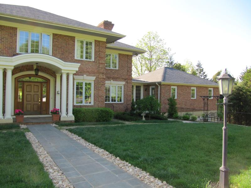Annex Entrance is to the Right of the main house. - Beautiful Braeside Annex - Charlottesville - rentals
