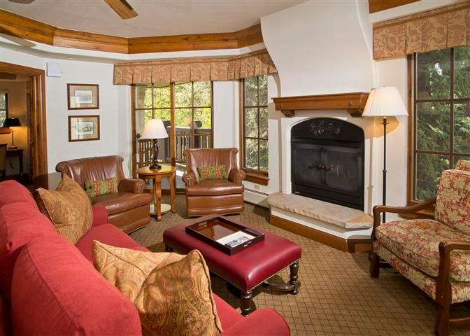 Living room, fireplace and sleeper sofa.  Flat screen televsion in this room too. - Austria Haus Club Condo Rentals | Vail Colorado - Vail - rentals
