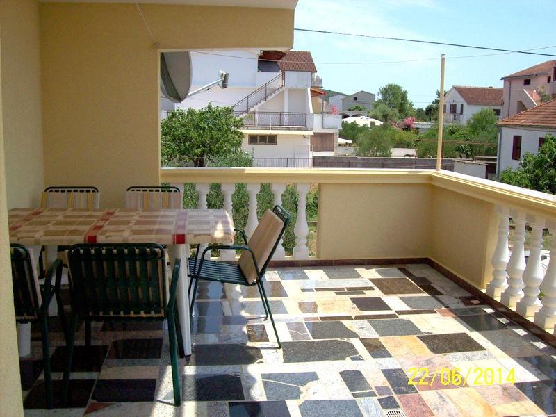 A2(5): terrace - A00406PIRO A2(5) - Pirovac - Pirovac - rentals