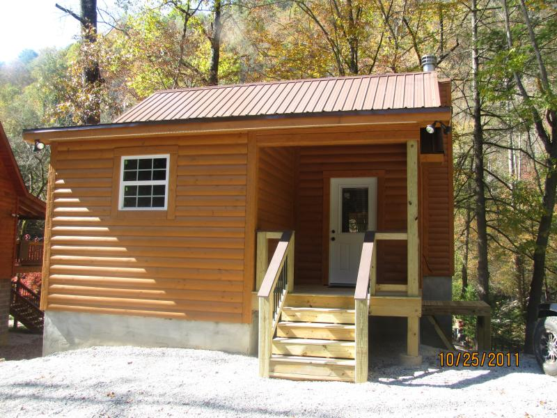 River Escape Exterior - River Escape - Direct River Access - Townsend - rentals