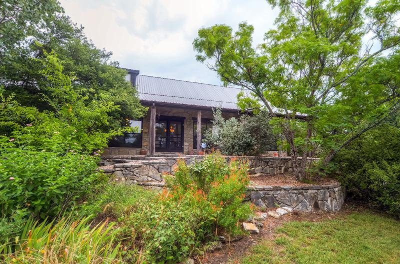 There's lots to look at, day or night! - Buy 2 Nights, Get 3rd Free! 2BR + Loft Glen Rose Home Resting on 12 Secluded Acres - Near Fossil Rim Wildlife Park - Glen Rose - rentals