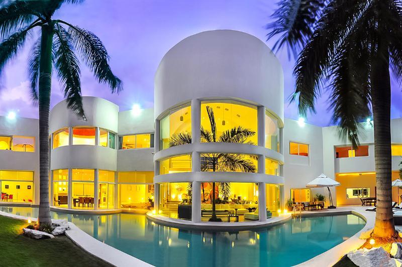 Aqua Villa, Sleeps 10 - Image 1 - Playa del Carmen - rentals