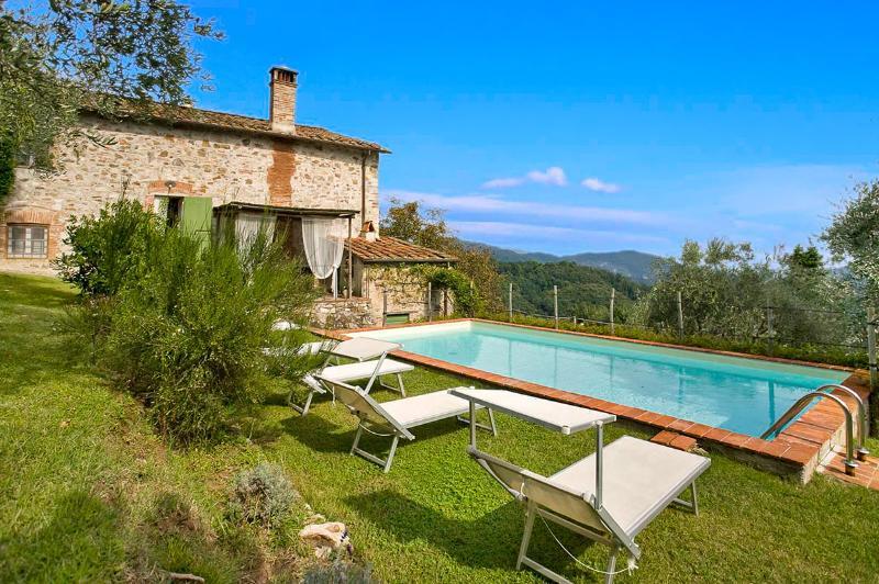 Casa Fiora, Sleeps 6 - Image 1 - Camaiore - rentals