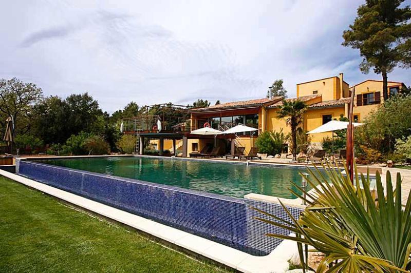 Azimut, Sleeps 14 - Image 1 - Aix-en-Provence - rentals