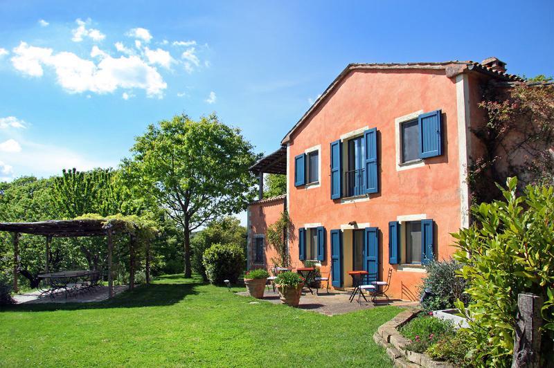 La Vetrichina, Sleeps 12 - Image 1 - Tuscany - rentals
