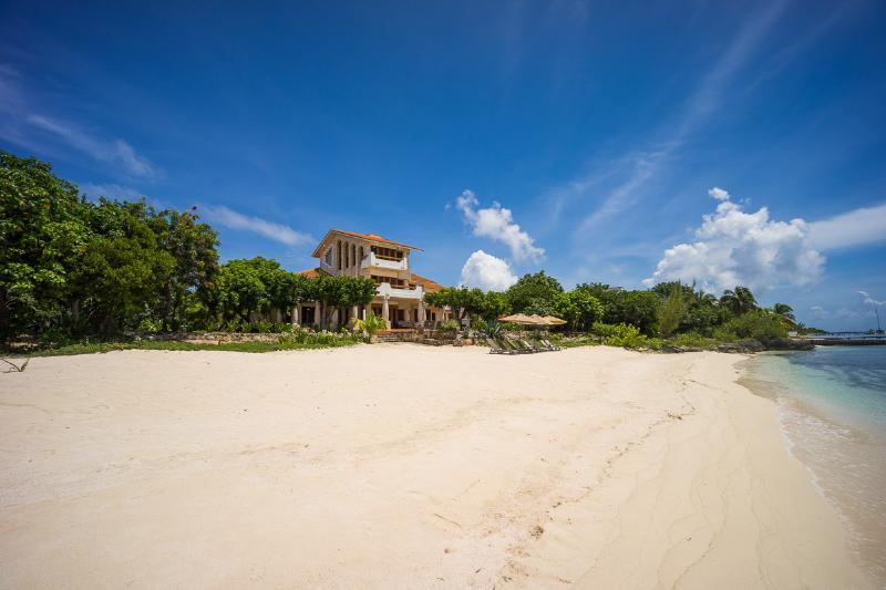 Casa de la Playa, Sleeps 12 - Image 1 - Isla Mujeres - rentals