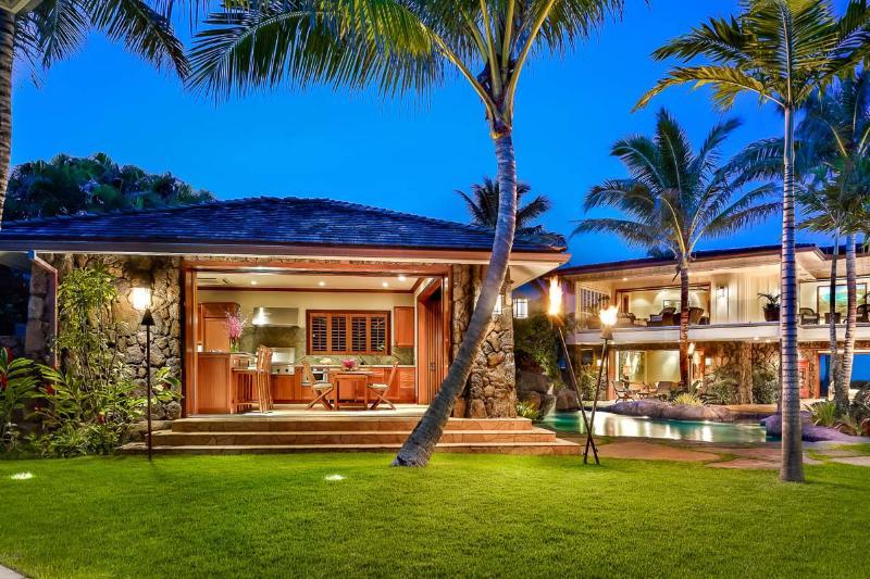 Royal Kailua Estate, Sleeps 16 - Image 1 - Kailua - rentals