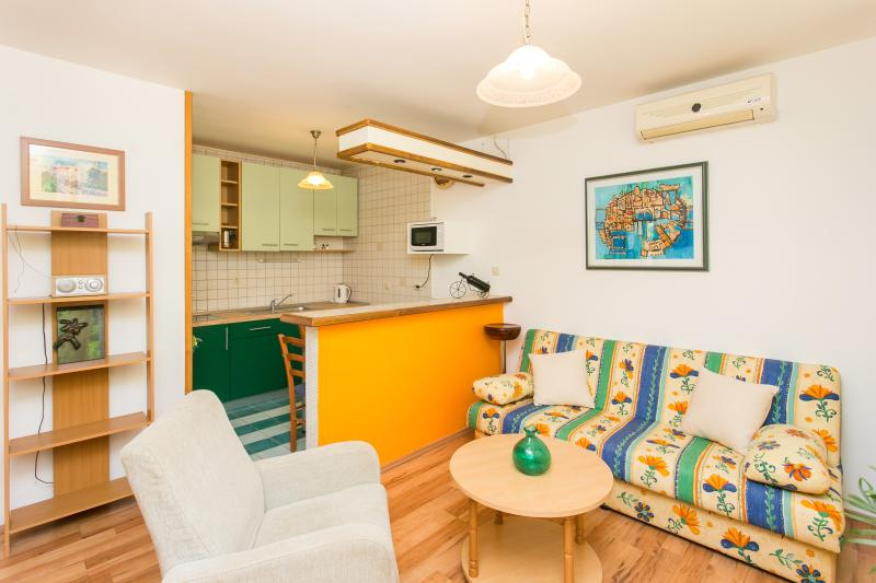 bright living room with a pull out sofa - Roxy - one bedroom apartment - Dubrovnik - rentals