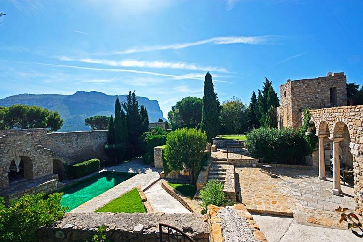 Chateau de Cassis, Sleeps 14 - Image 1 - Cassis - rentals