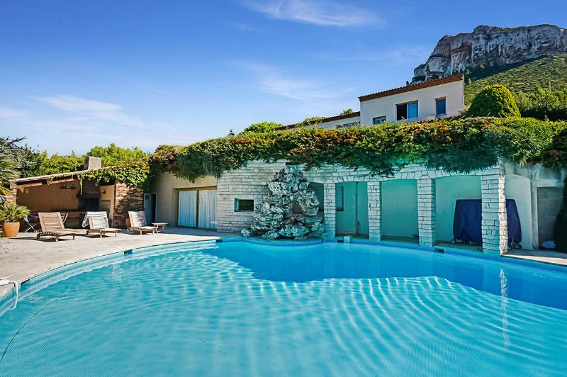 Cap Canaille, Sleeps 8 - Image 1 - Cassis - rentals