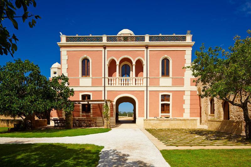 Villa Pizzorusso, Sleeps 12 - Image 1 - Mesagne - rentals