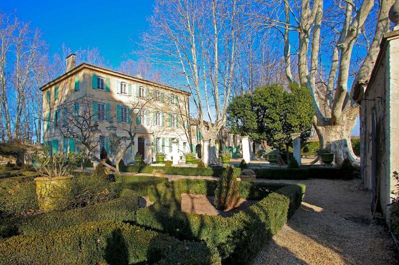 Bastide Beatrice, Sleeps 12 - Image 1 - Saint-Remy-de-Provence - rentals