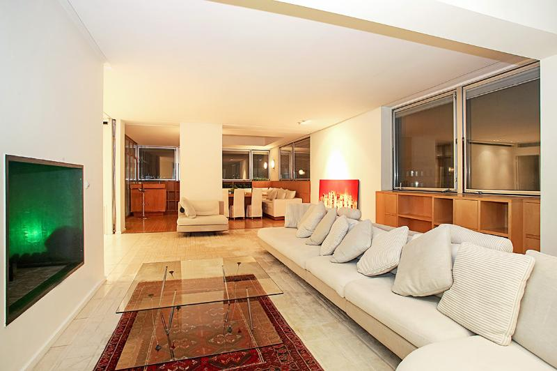 Le Panoramique, Sleeps 8 - Image 1 - Paris - rentals