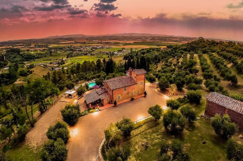 Villa Larino, Sleeps 8 - Image 1 - Pisa - rentals