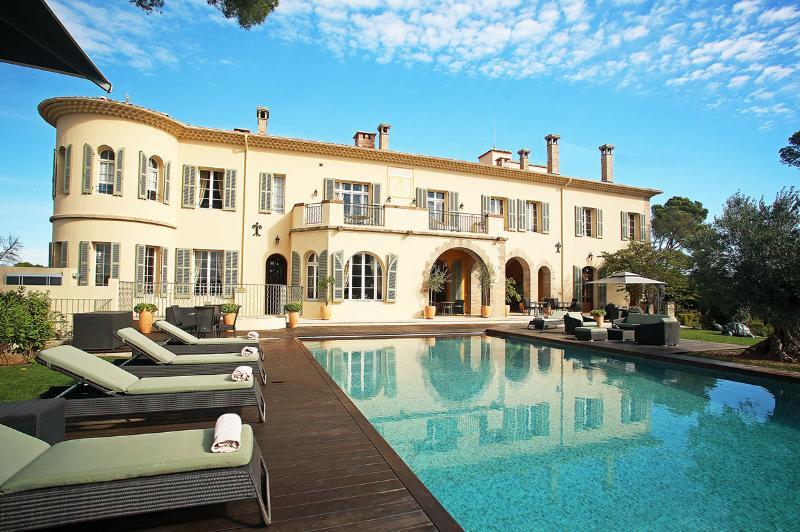 Chateau d'Azur, Sleeps 30 - Image 1 - frejus - rentals