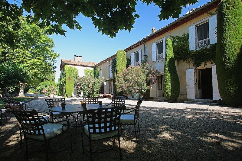 Les 2 Soeurs, Sleeps 14 - Image 1 - Saint-Remy-de-Provence - rentals
