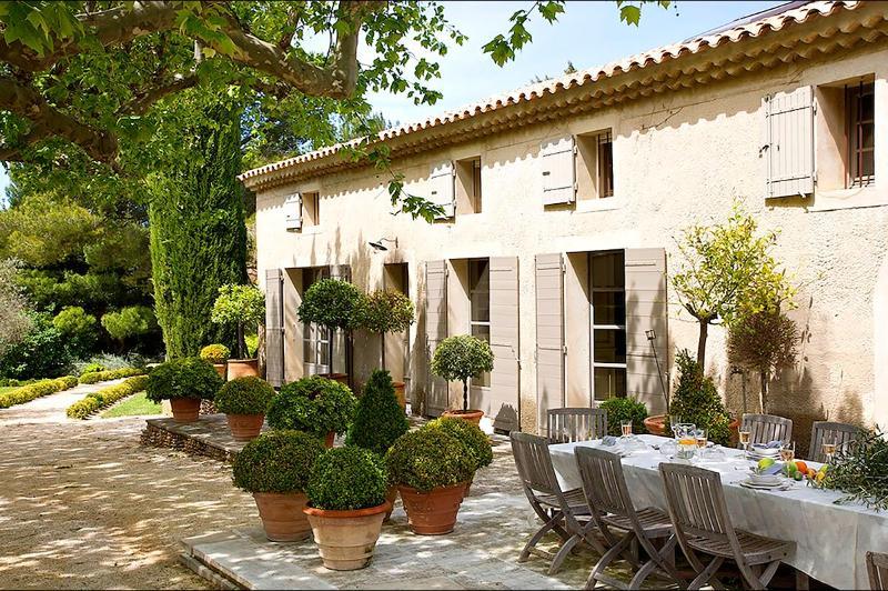 Mas d'Eyragues, Sleeps 14 - Image 1 - Avignon - rentals
