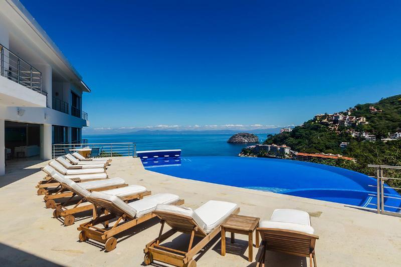 Villa Magnifico, Sleeps 16 - Image 1 - Boca de Tomatlan - rentals