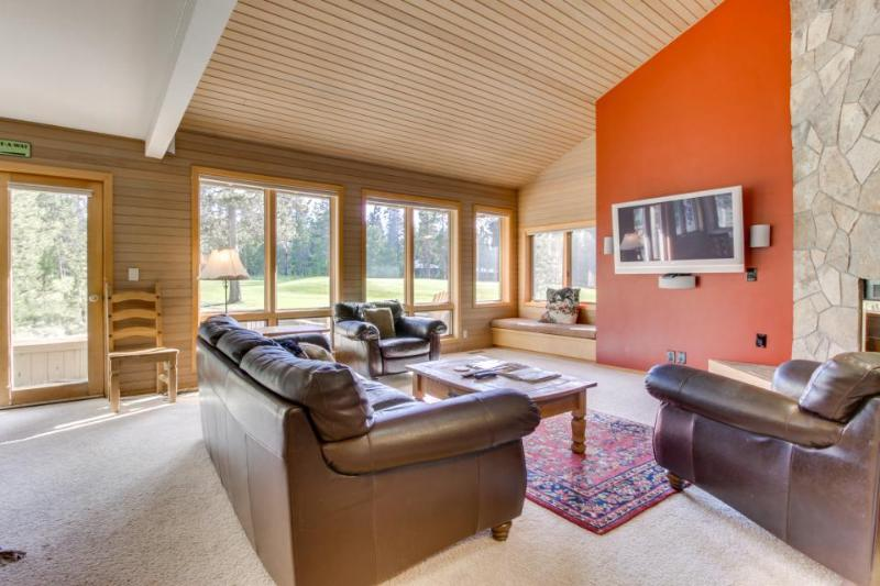 Spacious home w/ private hot tub & sauna, SHARC passes, great location - dogs ok - Image 1 - Sunriver - rentals