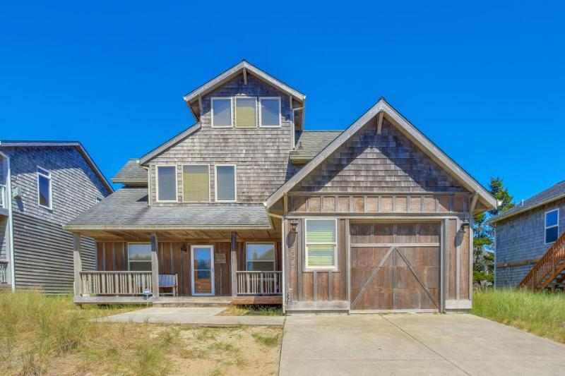 Spacious home w/ a private hot tub & ocean views, one block to the beach! - Image 1 - Pacific City - rentals