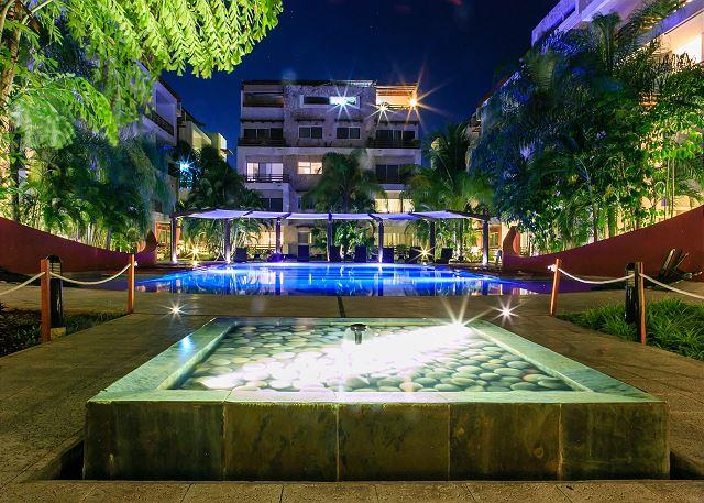 GORGEOUS APARTMENT WITH POOL VIEW- 1 BLOCK 5TH AVENUE PLAYA DEL CARMEN - Image 1 - Playa del Carmen - rentals