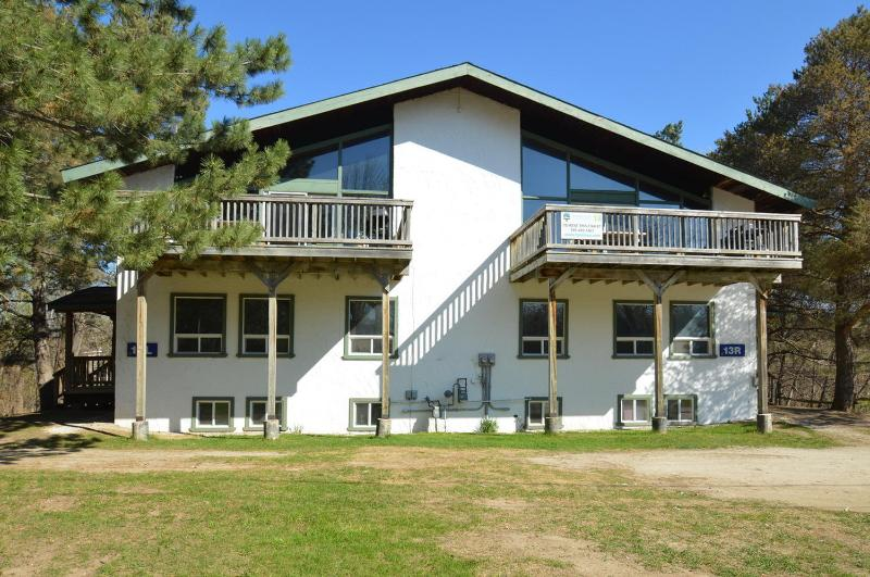 8 Bedroom Swiss Style Chalet / Cottage with Hot Tub & Sauna - 8 Bedroom Swiss Style Chalet  with Hot Tub,Sauna - Blue Mountains - rentals