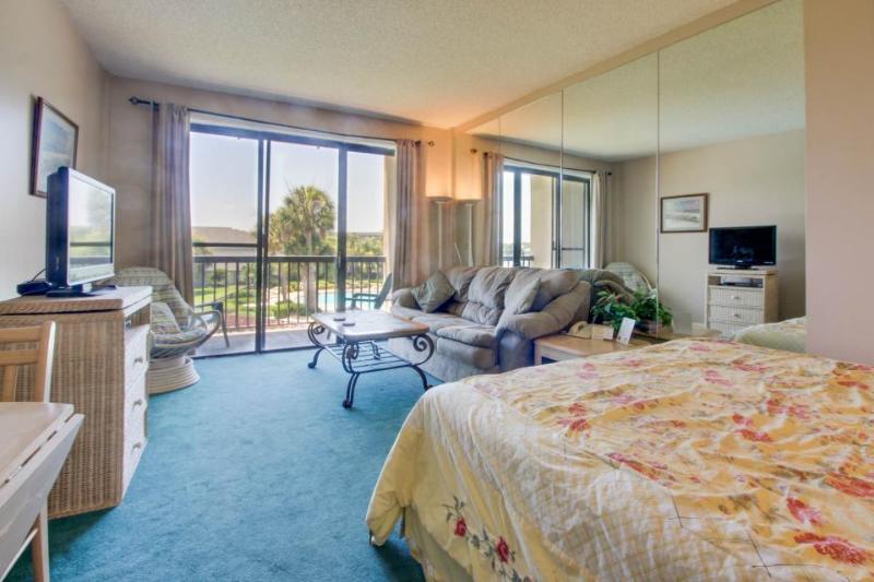 Peaceful corner studio w/views of pool & Santa Rosa Sound! - Image 1 - Fort Walton Beach - rentals