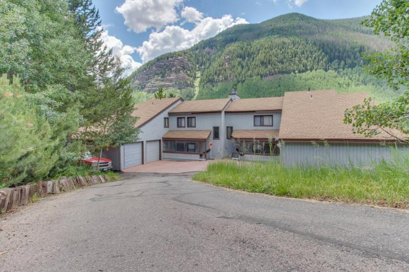 Cozy home w/ private hot tub & mountain views! Only seven minutes to the slopes! - Image 1 - Vail - rentals