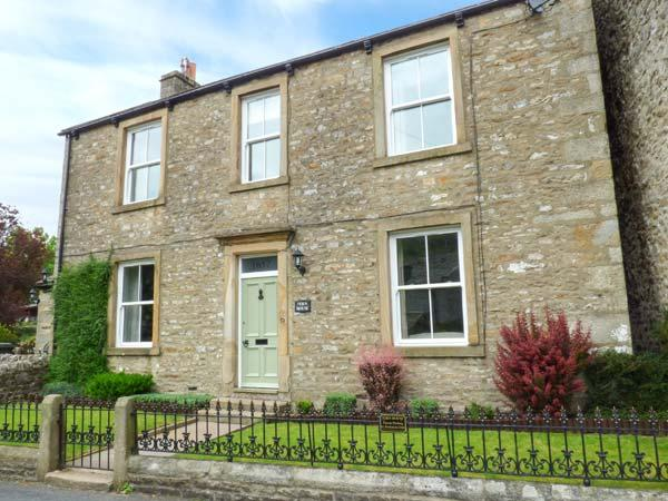 FERN HOUSE, detached, seven bedrooms, woodburners, WiFi, enclosed garden, in - Image 1 - Kettlewell - rentals