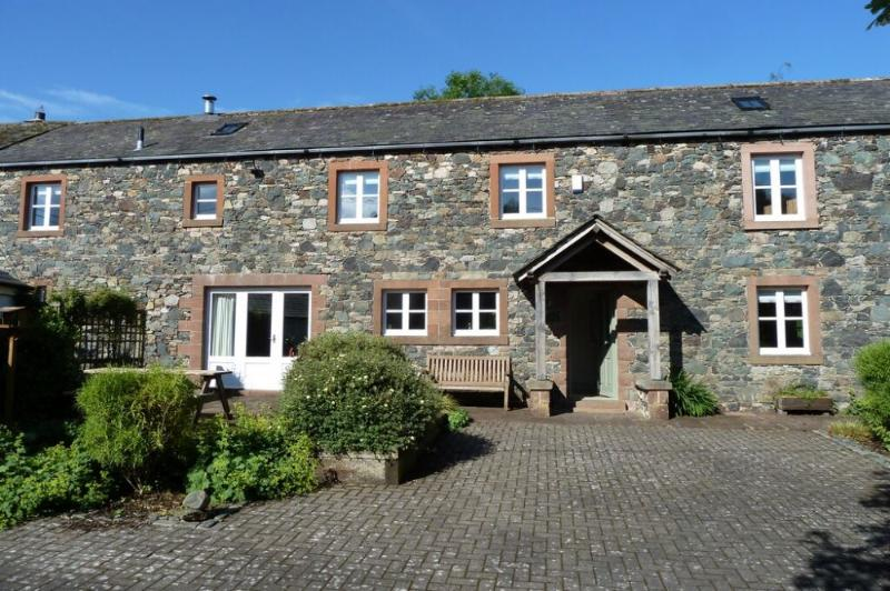 JOHN PEEL HOUSE, Ruthwaite, Near Keswick - Image 1 - Uldale - rentals