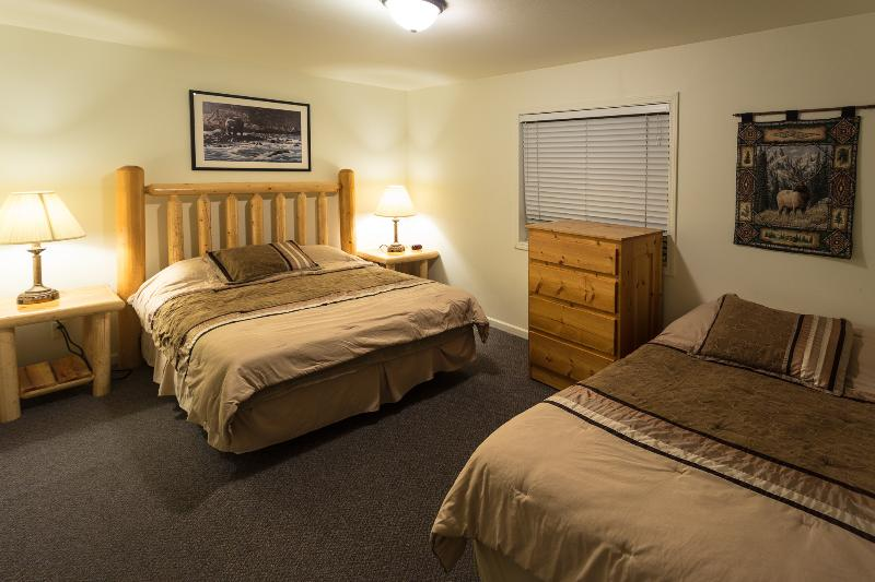 Upstairs bedroom with queen and full beds - Cabin 128 - Trout Lake - West Yellowstone - rentals