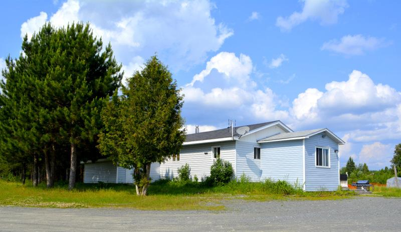 Just outside the Guest House - Northern Ontario - Guest House - Field - rentals