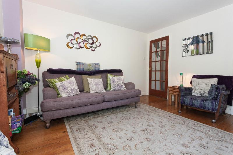 Living Room - Holyroodhouse Palace Apartment - city centre flat - Edinburgh - rentals