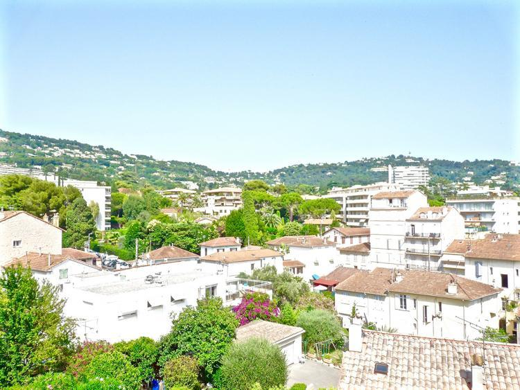 Sun Valley 1 Bedroom Cannes Apartment, 15 Minute Walk to the Palais des Festivals - Image 1 - Cannes - rentals