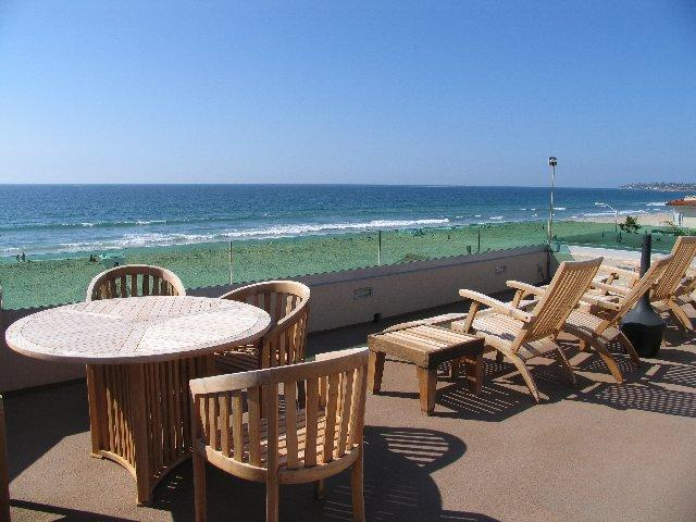 Rooftop Patio - Enjoy incredible views of the coastline from this 4th floor rooftop deck. - Casa Grand - San Diego - rentals