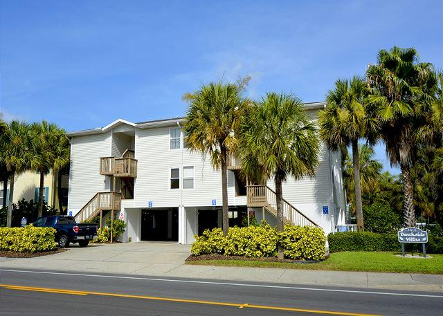 Exterior front of building - BeachSide Condo with Heated Pool! Pet up to 50# Welcome! 2 bedroom, 2 bath - Indian Rocks Beach - rentals