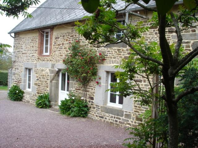 200yr old Gite <1 hr D-Day Beach with hot tub - Image 1 - Percy - rentals