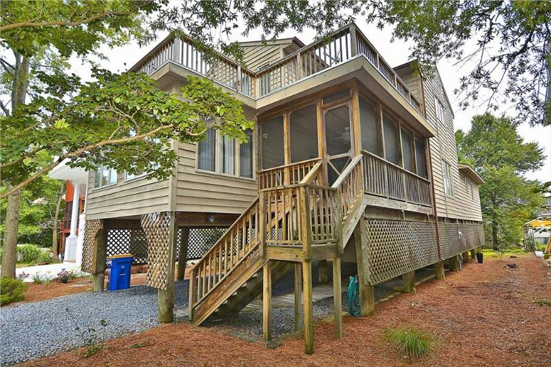 Less than 1 1/2 blocks to the beach on a nice, partially wooded lot. 3 bedrooms, 2 baths, plus den - Image 1 - Bethany Beach - rentals