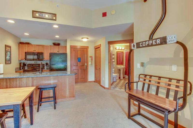 Modern, clean ski condo w/ shared hot tub & pool - walk to the slopes! - Image 1 - Copper Mountain - rentals
