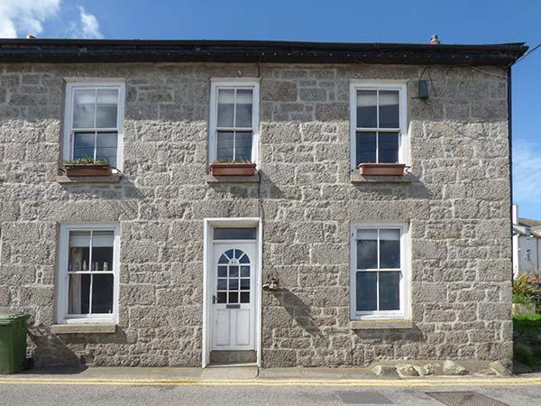 KEY FIN, harbourside cottage with sea views, WiFi, woodburner, Sky TV, off road parking, pets welcome, Newlyn, Ref. 921471 - Image 1 - Newlyn - rentals