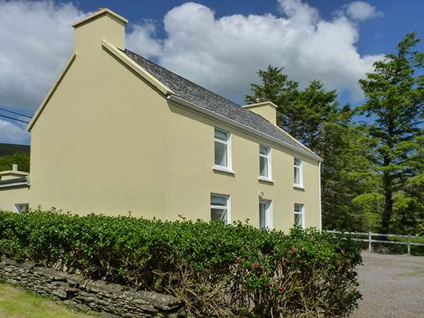 BAY VIEW, pet-friendly detached cottage in countryside, close to coast, in Ballinskelligs, Ref 925670 - Image 1 - Ballinskelligs - rentals