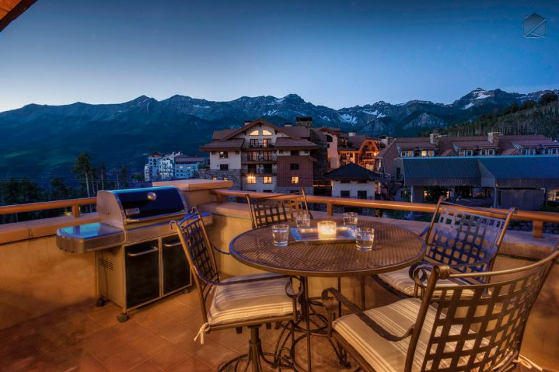 Be warned - your jaw will drop when you step onto one of the three balconies at the Granita Penthouse and see the views. - Ski in/Ski out Penthouse with unbelievable views - The Plaza at Granita Penthouse - Mountain Village - rentals