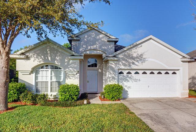 Entrance and Drive - A Luxury 4 bed, 3 bath villa on Windsor Palms - Kissimmee - rentals