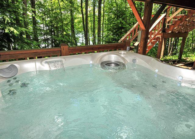 Hot Tub - Incredible Lakefront w/Spacious Deck, Private Dock and Lakeside Firepit - Oakland - rentals