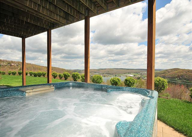 Hot Tub - Splendid 4 Bedroom Elegantly furnished home with extraordinary lake views! - McHenry - rentals