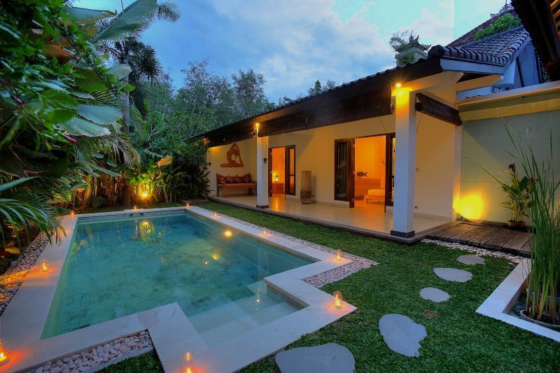 Night view of swimming pool at Villa Can Barca. - 2 Bedroom Villa Close to BEACH - Seminyak - rentals