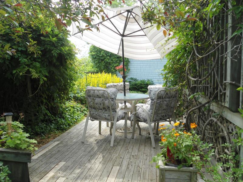 Private garden with seating and barbeque - Cherry Tree Loft Apartment - Lunenburg - rentals