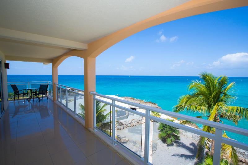 Sunsets at Maho, 2BR vacation rental, St Maarten 800 480 8555 - SUNSETS...Titanic views from this fun condo close to the infamous Sunset Beach Bar! - Maho - rentals
