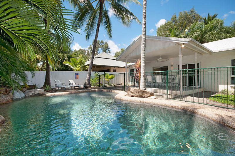 The Whitehouse - Image 1 - Palm Cove - rentals